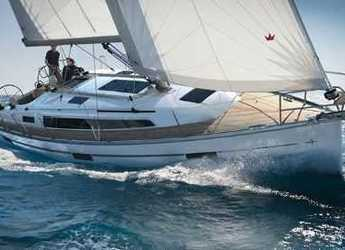 Rent a sailboat in Vilanova i la Geltru - Bavaria 34