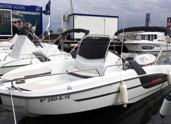 Rent a motorboat in Port Olimpic de Barcelona - Beneteau Flyer 6.6 Spacedeck