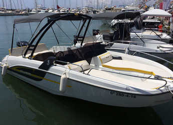 Rent a motorboat in Club Nautic Cambrils - Beneteau Flyer 6.6 Sportdeck