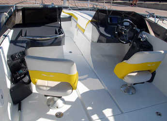Rent a motorboat Beneteau Flyer 6.6 Sportdeck in Club Nautic Cambrils, Cambrils