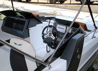 Rent a motorboat Flyer 7.7 Sportdeck in Club Nautic Cambrils, Cambrils