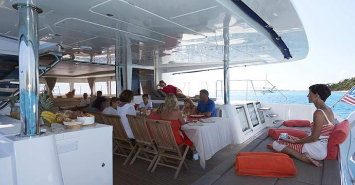 Rent a catamaran in Harbour View Marina - Lagoon 620