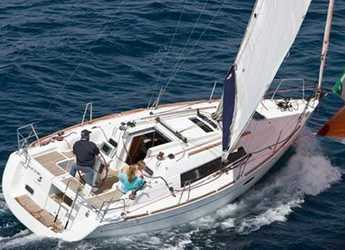 Rent a sailboat in Can pastilla - Oceanis 31 (2Cab)