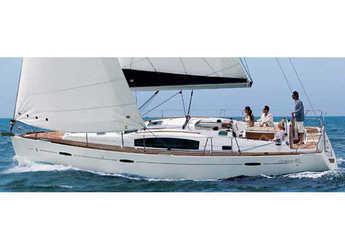 Rent a sailboat in Marina di Portorosa - Oceanis 40 (3Cab)