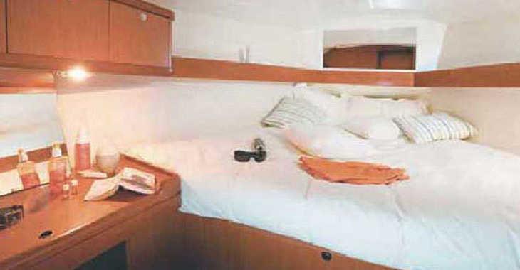 Rent a sailboat Oceanis 37 (3Cab) in Alimos Marina Kalamaki, Athens