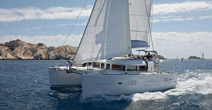Rent a catamaran in Marina di Cannigione - Lagoon 400-S2 (4Cab)