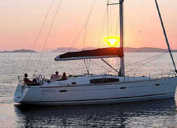 Rent a sailboat in Follonica / Etrusca Marina - Oceanis 43 (4Cab)