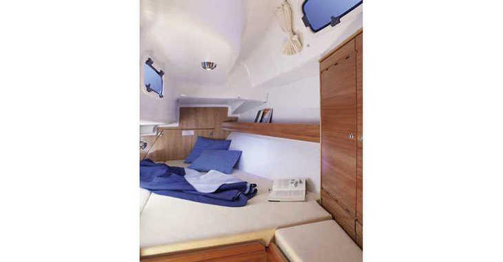 Rent a sailboat in Follonica / Etrusca Marina - Bavaria 33 Cruiser (2Cab)