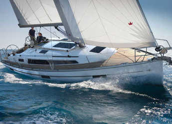 Rent a sailboat in Marina di Portorosa - Bavaria Cruiser 37 (3Cab)