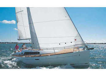 Rent a sailboat in Marina di Portorosa - Oceanis 37 (3Cab)