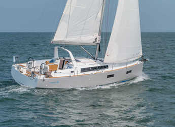 Rent a sailboat in Port of Pollensa - Oceanis 38 (3Cab)