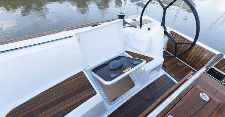 Rent a sailboat in Lefkas Nidri - Sun Odyssey 349 (3Cab)
