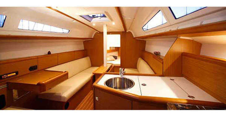 Rent a sailboat in Marina Gouvia - Sun Odyssey 33i