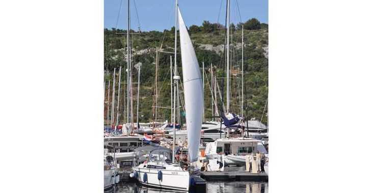 Rent a sailboat in Marina Kremik - Bavaria 9.7 Easy
