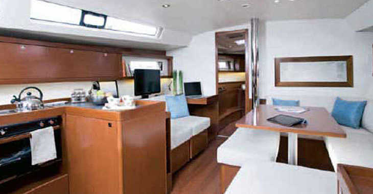 Chartern Sie segelboot in Alimos Marina Kalamaki - Oceanis 45 (4Cab)