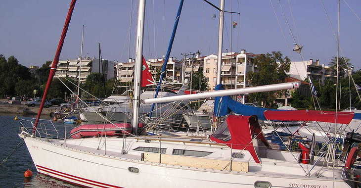 Rent a sailboat in Lefkas Nidri - Sun Odyssey 37.1