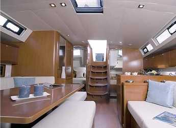 Chartern Sie segelboot Oceanis 45 (4 cabins, standart mainsail) in Marina Kotor, Kotor