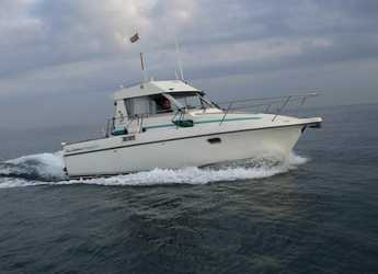 Rent a motorboat in Marina Real Juan Carlos I - Beneteau Antares 805.