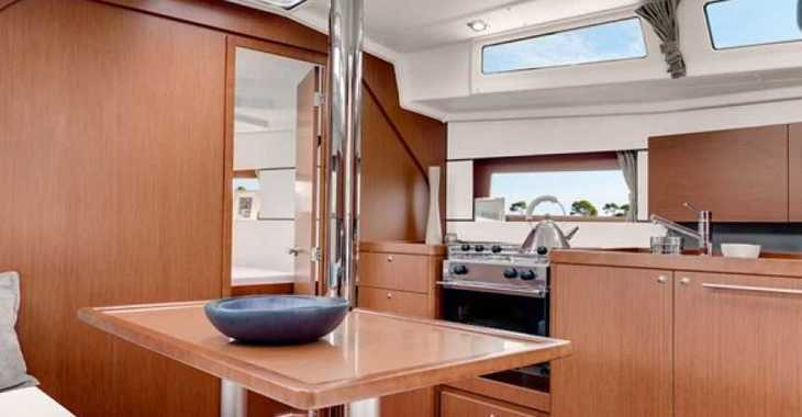 Rent a sailboat in Puerto de blanes - Beneteau Oceanis 38 Cruiser