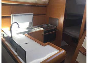 Chartern Sie segelboot Jeanneau Sun Odyssey 439 in Marina Real Juan Carlos I, Valencia