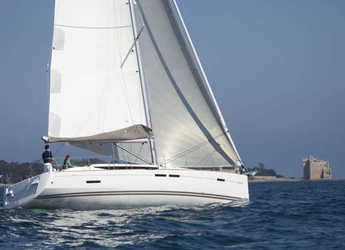 Rent a sailboat in Marina Real Juan Carlos I - Jeanneau Sun Odyssey 439