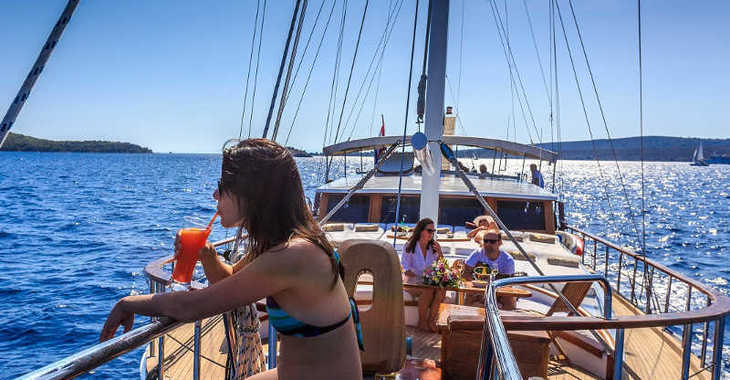 Rent a schooner in Marina Lucica Špinut - Gulet Allure