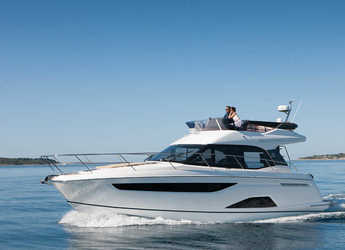 Chartern Sie motorboot in Naviera Balear - Bavaria R40 Fly