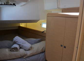 Rent a sailboat in Marina Real Juan Carlos I - Jeanneau Sun Odyssey 449