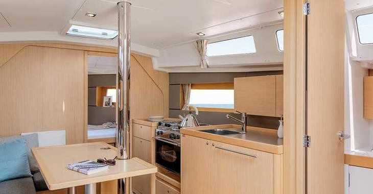 Rent a sailboat in Port Mahon - Oceanis 35 Cruiser