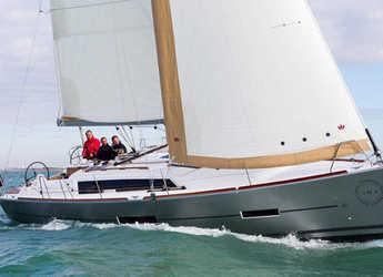 Rent a sailboat in Lefkas Nidri - Dufour 382 Grand Large (3Cab)