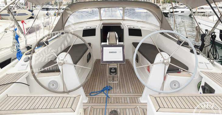 Rent a sailboat in Cala Nova - Hanse 385