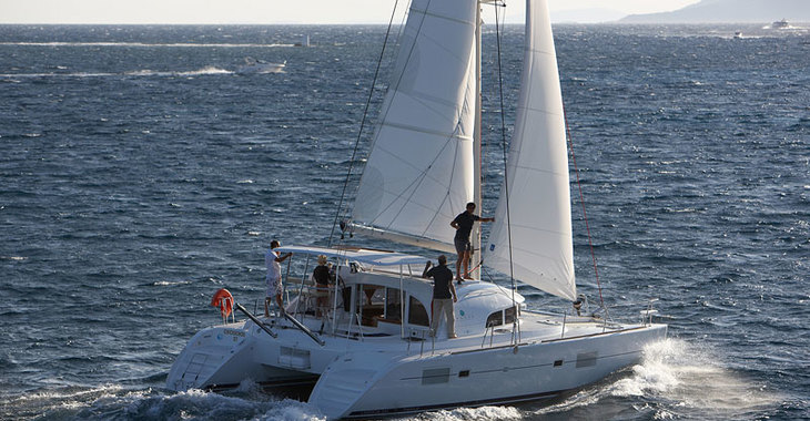 Rent a catamaran in Marina Port Royale - Lagoon 380