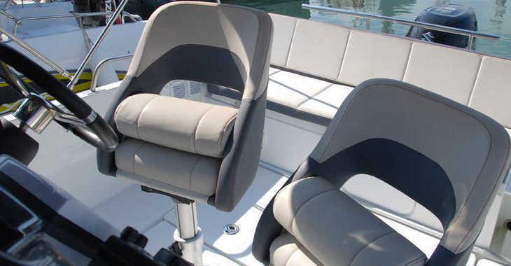Rent a motorboat in Club Nàutic Estartit - Beneteau 5.5 Flyer Spacedeck