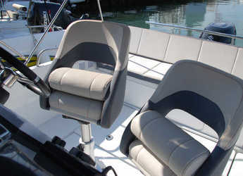 Rent a motorboat Beneteau 5.5 Flyer Spacedeck in Club Nàutic Estartit, Girona