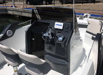 Rent a motorboat Beneteau Flyer 7.7 Spacedeck in Club Nautic Cambrils, Cambrils