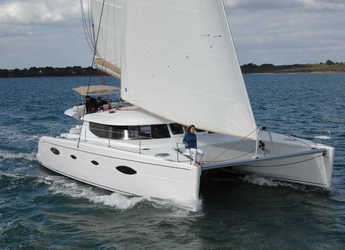 Rent a catamaran in Alimos Marina Kalamaki - Salina 48