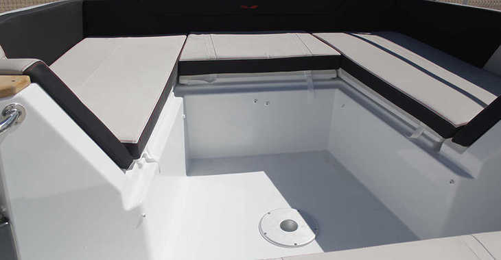 Rent a motorboat in Club Nautic Cambrils - Beneteau Flyer 8.8 Spacedeck