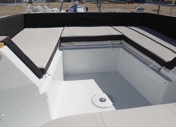 Rent a motorboat Beneteau Flyer 8.8 Spacedeck  in Club Nautic Cambrils, Cambrils