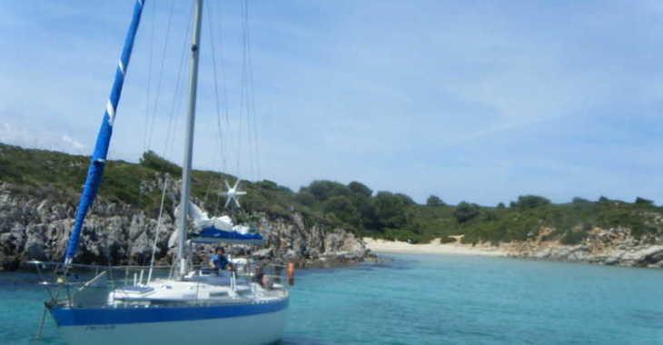 Rent a sailboat in Port of Fornells - Wauquiez Gladiateur 34