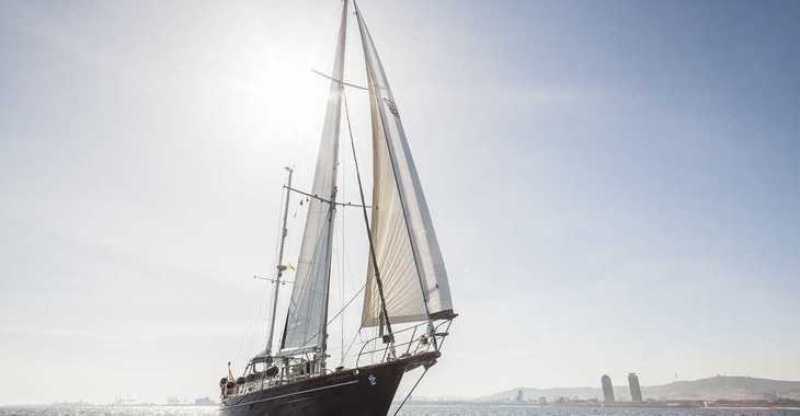 Rent a sailboat in Muelle de la lonja - Irwin 68