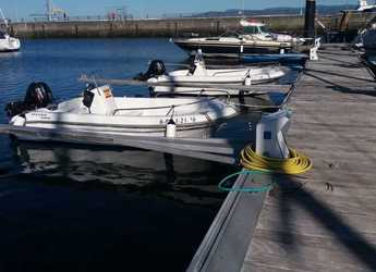 Rent a motorboat in Port of Sansenxo - Astec 400