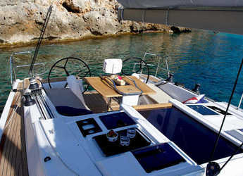 Rent a sailboat in Muelle de la lonja - Hanse 415