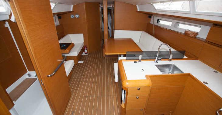 Rent a sailboat in Muelle de la lonja - Sun Odyssey 439