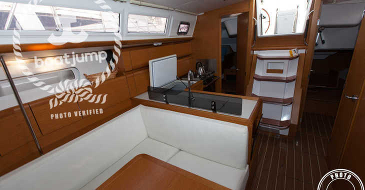 Rent a sailboat in Muelle de la lonja - Sun Odyssey 379