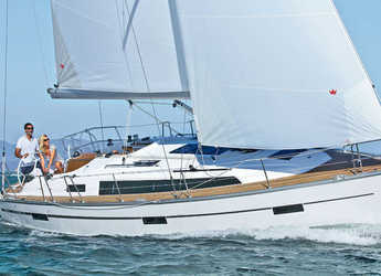 Rent a sailboat in Alimos Marina Kalamaki - Bavaria Cruiser 37