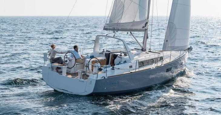 Rent a sailboat in Port Roses - Oceanis 38