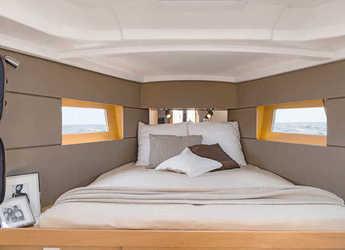 Rent a sailboat in Port Roses - Oceanis 38