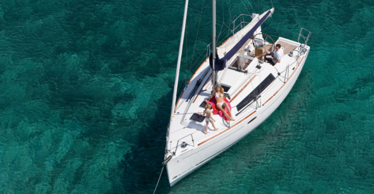 Rent a sailboat in Port Roses - Oceanis 31