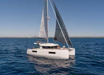 Rent a catamaran in Alimos Marina Kalamaki - Lagoon 40