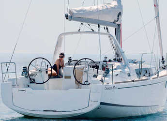 Rent a sailboat in Port Olimpic de Barcelona - Oceanis 35.1